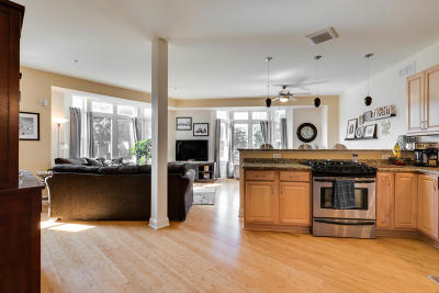 Milwaukee Condo/Townhouse Active Contingent With Offer: 2009 N Cambridge Ave