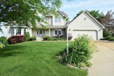 Muskego WI Single Family Home Active Contingent With Offer: $400,000