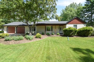 Mequon Single Family Home For Sale: 1528 W Fiesta Ln