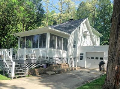 Ozaukee County Single Family Home For Sale: 4240 Blueberry Rd