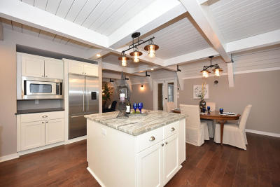 Brookfield Single Family Home For Sale: 465 Ravenswood Hills Cir