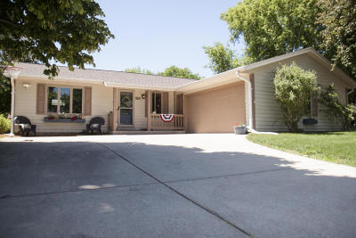 Oconomowoc Single Family Home Active Contingent With Offer: 1296 Heather Cir