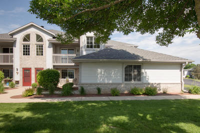 Pewaukee Condo/Townhouse Active Contingent With Offer: 831 Quinlan Dr #F
