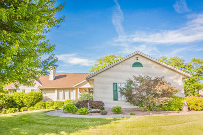 Mukwonago Single Family Home Active Contingent With Offer: W291s6760 E Woods Ct