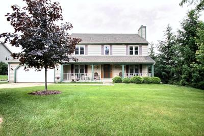 Pewaukee Single Family Home Active Contingent With Offer: 1430 Sunnyridge Rd