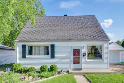 South Milwaukee Single Family Home Active Contingent With Offer: 811 Manistique Ave