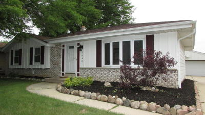 Oak Creek Single Family Home For Sale: 7640 S Manitowoc Ave