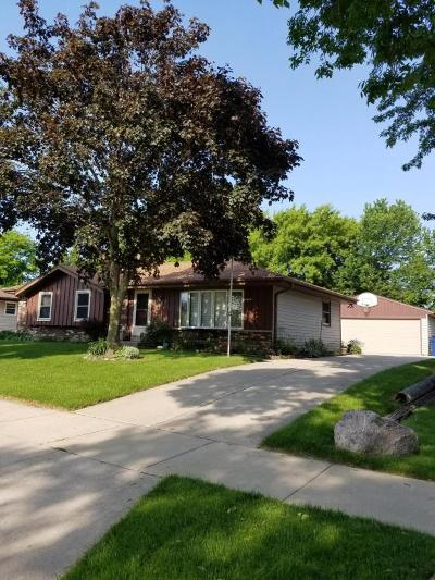 Oak Creek Single Family Home For Sale: 7740 S Quincy Ave