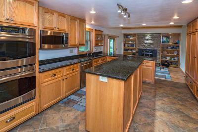 Hartland Single Family Home Active Contingent With Offer: W284n6760 Parker Pl