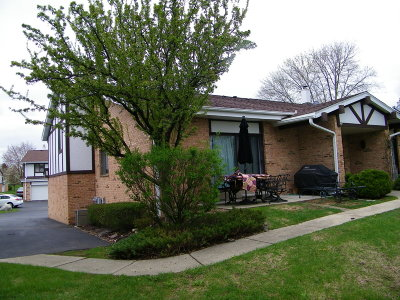 Cedarburg Condo/Townhouse Active Contingent With Offer: W53n120 McKinley Ct