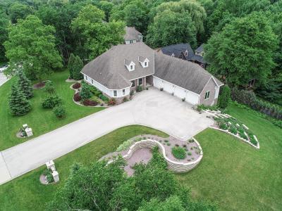 Waukesha County Single Family Home For Sale: 14775 Ridgemoor Dr