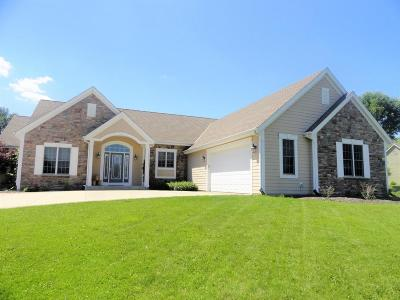 Pewaukee Single Family Home Active Contingent With Offer: W274n1583 Riverland Ct