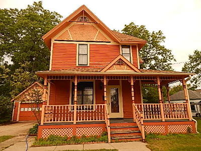 Mukwonago Single Family Home Active Contingent With Offer: 315 Grand Ave