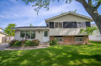 Oak Creek Single Family Home Active Contingent With Offer: 3040 E Stonefield Dr