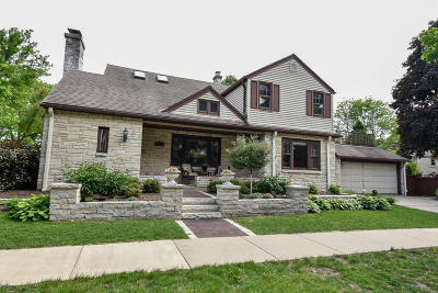 Wauwatosa Single Family Home Active Contingent With Offer: 9009 W Meinecke Ave