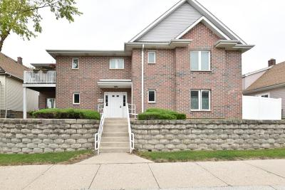 West Allis Condo/Townhouse For Sale: 1455 S 70th St #101
