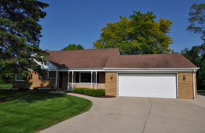 Mequon Single Family Home Active Contingent With Offer: 10212 N Grasslyn Rd