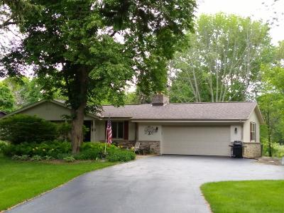 Grafton Single Family Home For Sale: 1571 Woodland Dr