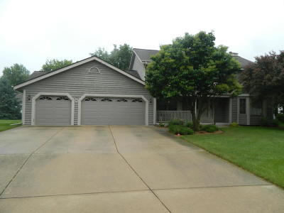 Sussex Single Family Home Active Contingent With Offer: W245n5952 Maris Ct