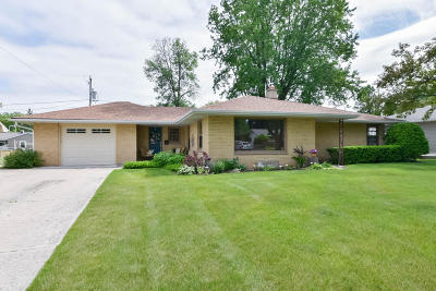 West Bend Single Family Home Active Contingent With Offer: 1025 Roosevelt Dr