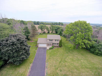 Waukesha Single Family Home Active Contingent With Offer: W275s4416 Green Country Rd