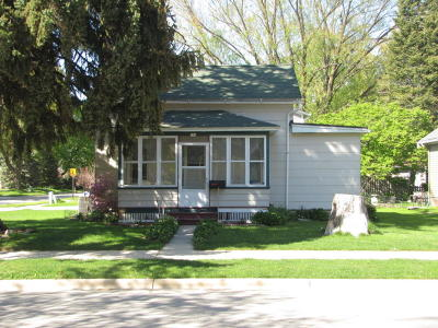 Oconomowoc Single Family Home Active Contingent With Offer: 726 W South St