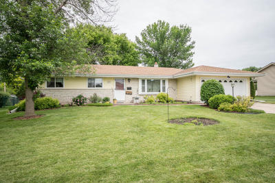 Menomonee Falls Single Family Home Active Contingent With Offer: W174n9446 Joper Rd