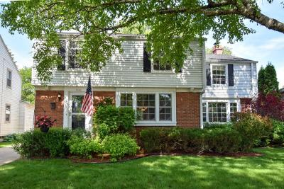 Milwaukee County Single Family Home Active Contingent With Offer: 5143 N Shoreland Ave