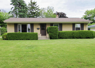 Single Family Home Active Contingent With Offer: 6079 Oriole Ln