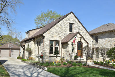 Milwaukee County Single Family Home For Sale: 2467 N 88th St