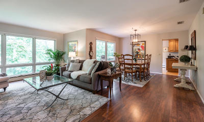 Milwaukee County Single Family Home For Sale: 969 W Jonathan Ln