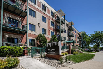 Shorewood Condo/Townhouse For Sale: 3710 N Oakland Ave #210
