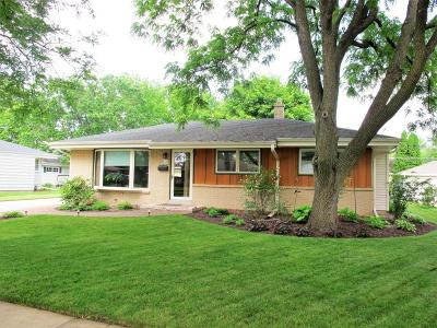 Menomonee Falls Single Family Home Active Contingent With Offer: W146n8360 Schlafer Dr