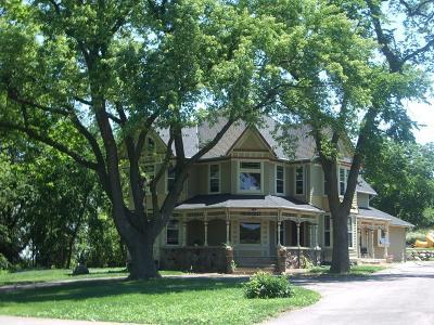 Single Family Home For Sale: 823 E Brandybrook Rd