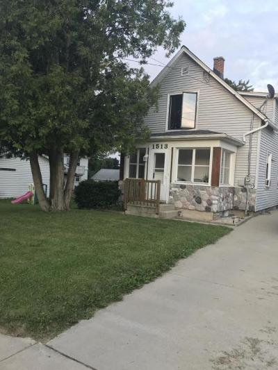 West Bend Single Family Home For Sale: 1513 Monroe St