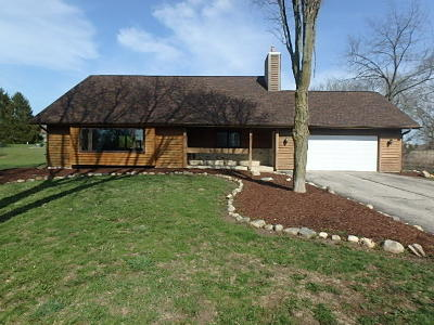 Racine County Single Family Home For Sale: 31423 Hickory Hollow Rd