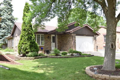 Wauwatosa Single Family Home For Sale: 9826 W Grantosa Dr