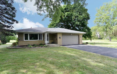 Racine County Single Family Home Active Contingent With Offer: 6033 Princeton Ln