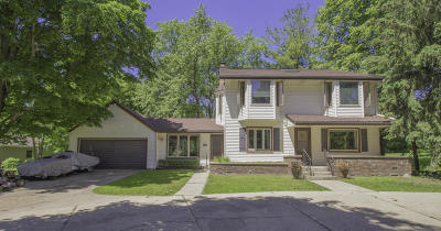 Brookfield Single Family Home For Sale: 2745 Lilly Rd