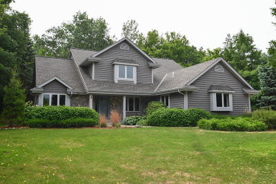 Hartland Single Family Home For Sale: 584 Bradford Way
