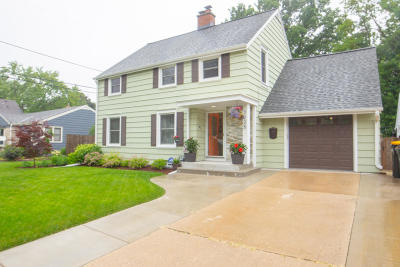 Milwaukee County Single Family Home For Sale: 2225 N 81st St