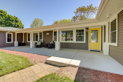 Racine County Single Family Home Active Contingent With Offer: 5109 Erie St