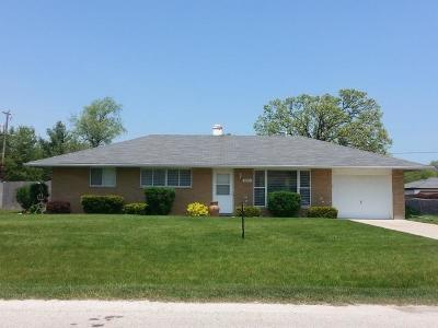 Pleasant Prairie WI Single Family Home Active Contingent With Offer: $169,900