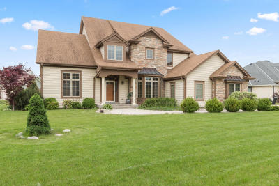 Muskego Single Family Home Active Contingent With Offer: S83w13289 Hawks Trail