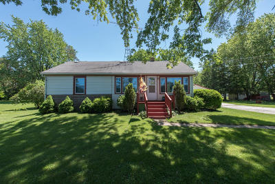 Kenosha County Single Family Home For Sale: 2027 W 104th
