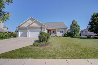 Mukwonago Single Family Home For Sale: 452 Ahrens Dr