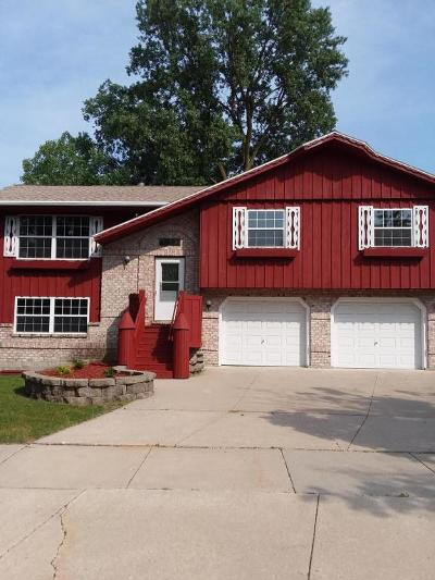 West Bend Single Family Home Active Contingent With Offer: 1139 N Glenwood Cir