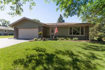 Oconomowoc Single Family Home Active Contingent With Offer: 1231 Yorktown Dr