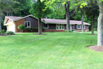 Muskego Single Family Home Active Contingent With Offer: W196s7611 Hickory Ln