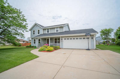 Muskego Single Family Home For Sale: W183s8583 Sue Marie Ln